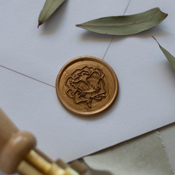 Wachssiegel Gold mit Rosenmotiv