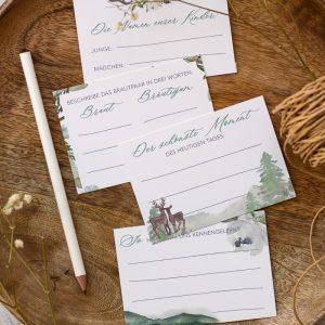 Fragekarten im Trachtenlook auf Holzteller