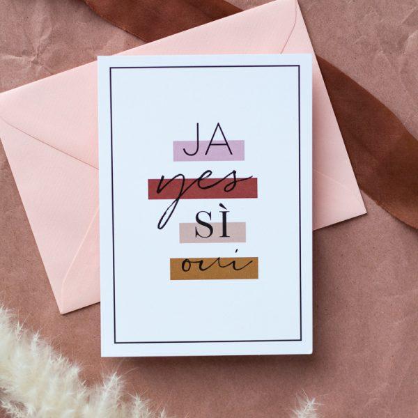 Verlobung Karte liegt auf rosa Kuvert