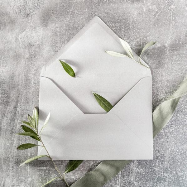 Umschlag mit Olivenzweigen